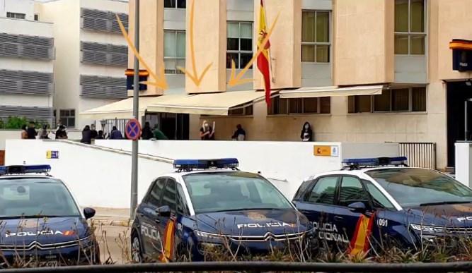 FILAS EN LA COMISARÍA DE POLICIA NACIONAL DE TARRAGONA PARA LA EXPEDICION DE NIE DIAS DESPUES DE SU APERTURA